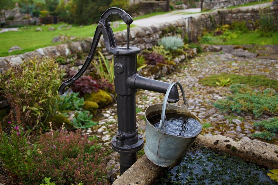 Installation et première mise en service de la pompe de jardin / des installations hydrauliques domestiques